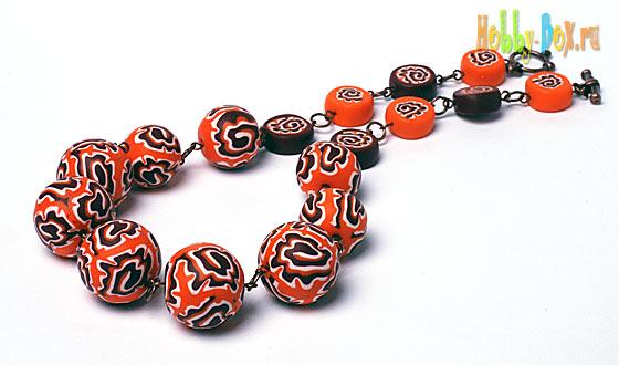 Оранжевое настроение. Бусы из полимерной глины