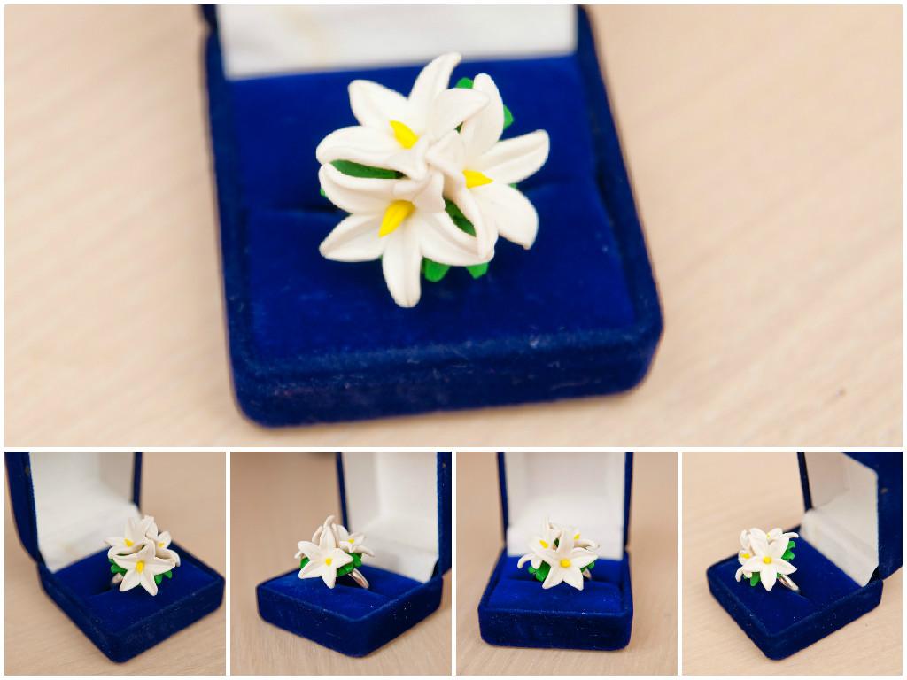 Кольцо «Белые цветы»
